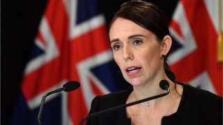 الوزراء النيوزيلندية جاسيندا أرديرن تتلقى تطعيم كورونا