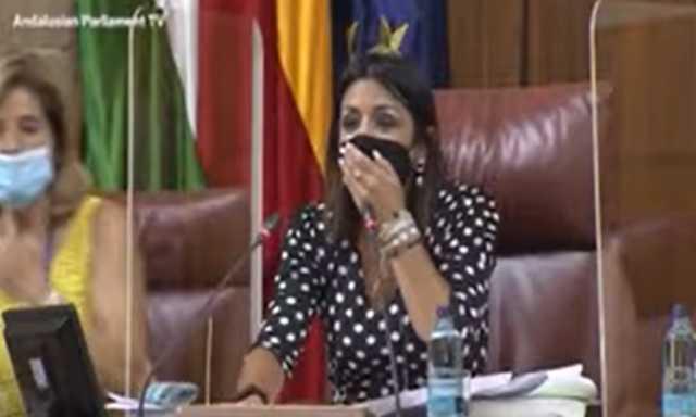 فوضى عارمة داخل برلمان الأندلس والسبب فأر.. فيديو