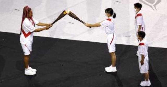 نجمة التنس نعومى أوساكا تشعل الشعلة الأولمبية فى حفل افتتاح أولمبياد