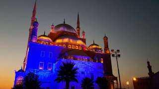 احتفالًا باليوم العالمى للالتهاب الكبدى.. شاهد إضاءة المعالم الأثرية المصرية.. صور