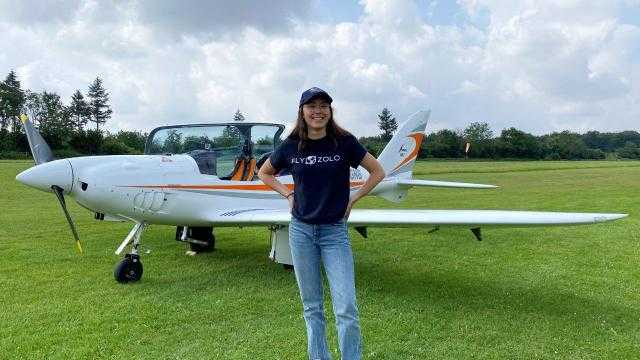 طفلة بلجيكية تخطط لدخول جينيس كأصغر إمراة تقود طائرة بالعالم