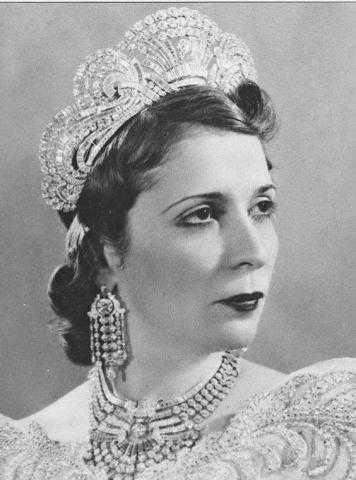 """الملكة """"نازلى"""".. عُقد أسطوري ضائع لأشهر النساء جدلًا فى الأسرة الملكية.. رحلتها من الغنى إلى الإفلاس"""