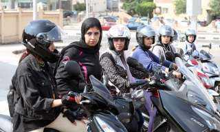 حب المغامرة والسرعة.. نساء على دراجات نارية في شوارع مصر.. شاهد