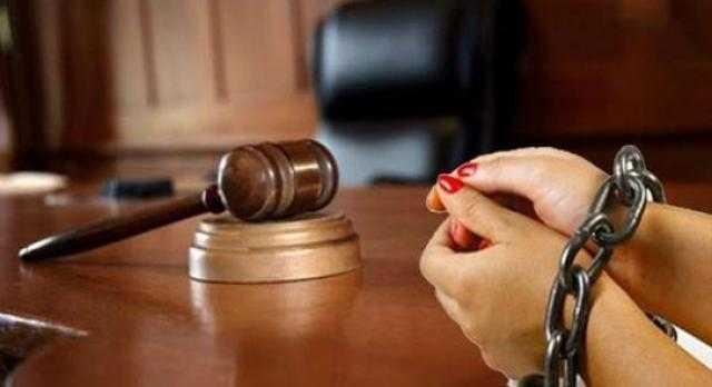 قرار جديد من المحكمة بشأن المتهم بتعذيب ابنته حتى الموت في أطفيح