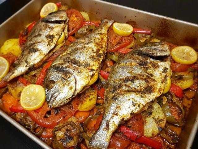 طريقة سهلة وبسيطة لعمل صينية سمك دنيس بالبطاطس.. تعرفي عليها