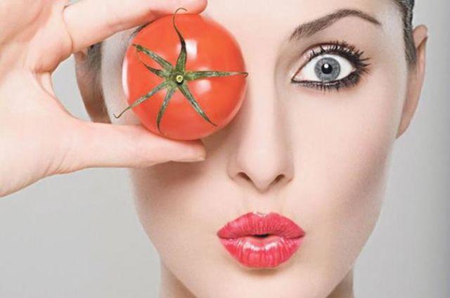 طريقة جديدة لصبغ الشعر بـ الطماطم .. تعرفي عليها